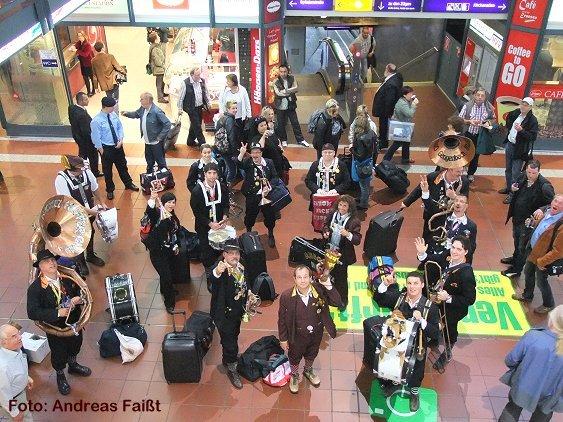 Chrom-Nickel-Kupfer Band - Ausflug Hamburg - Ankunft in Hamburg Hauptbahnhof